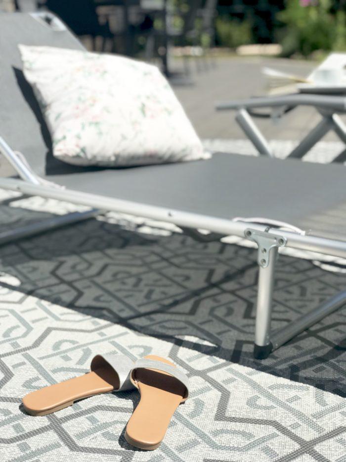 urlaub auf balkonien mit dem perfekten teppich jojadasdiary. Black Bedroom Furniture Sets. Home Design Ideas